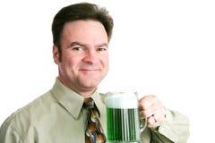 St Patricks dzień - mężczyzna z Zielonym piwem obraz stock