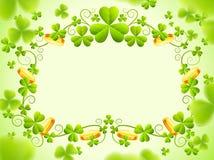 St Patricks rama z zielonymi koniczynowymi liśćmi Obrazy Royalty Free