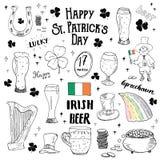 St Patricks reeks van de Dag de hand getrokken krabbel, met kabouter, pot van gouden muntstukken, regenboog, bier, vier bladklave Stock Fotografie