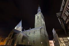 St patroklidom en st Petri kerk meest soest Duitsland in de avond Stock Fotografie