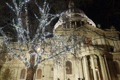 St Paul Cathedra met Kerstmisdecoratie Royalty-vrije Stock Foto