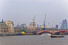 St Paul Cathedral en Blackfriars-Brug in Londen stock afbeeldingen