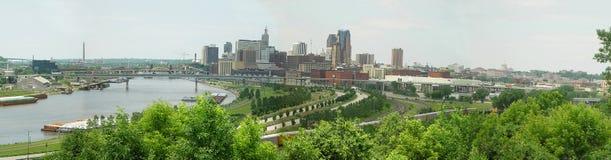 St Paul del centro dal fiume Mississippi Fotografie Stock