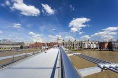 St Paul e ponte di millennio, editoriale fotografia stock