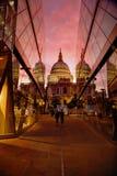 St Paul et x27 ; cathédrale de s au coucher du soleil Photo stock