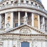 st Paul kathedraal in de oude bouw en religio van Londen Engeland Stock Afbeelding