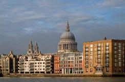 St. Paul Kathedraal Londen van het zuiden Royalty-vrije Stock Afbeeldingen