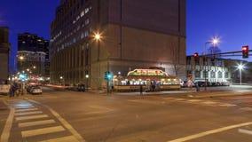 St Paul, manganês - em janeiro de 2017 - crepúsculo sobre St Paul Skyscrapers e o carro de jantar do Mickey icônico filme