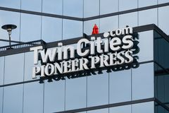 St Paul Pioneer Press Headquarters e logo fotografia stock