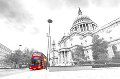 St. Paul's Cathedral with iconic red bus in London Stock Photography