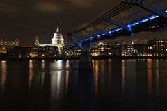 St Paul's Cathedral and the Millennium Bridge at night. St Paul's Cathedral and the Millennium Bridge over the river Thames, at night. London, England Stock Photo