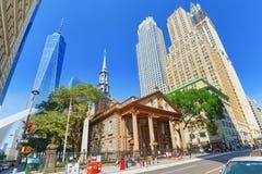 St Paul ` s Kapel van Drievuldigheidskerk Wall Street Financiële capit stock afbeeldingen