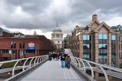 St Paul ` s katedra i milenium most, Londyn, UK zdjęcie stock
