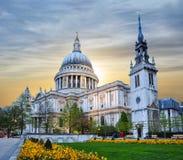 St Paul ` s katedra przy zmierzchem, Londyn, UK Obrazy Royalty Free