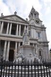 St Paul ` s Kathedraalstandbeeld - Londen, het UK Stock Foto