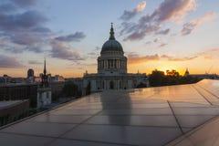 St- Paul` s Kathedrale von einer neuen Änderung Lizenzfreies Stockbild
