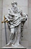 St Paul staty på den Salzburg domkyrkan, Österrike. Arkivbild