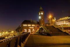St Pauli в Гамбурге, Германии, на ноче Стоковая Фотография