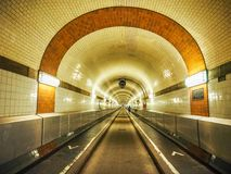 St Pauli Elbtunnel (St Pauli Elbe Tunnel) en el hdr de Hamburgo fotos de archivo