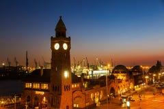 St Pauli i Hamburg, Tyskland, på natten Royaltyfri Fotografi