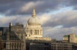St. Pauls大教堂在伦敦 库存图片