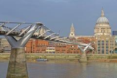St Pauls Cathedral e ponte di millennio, Londra Immagine Stock Libera da Diritti