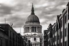 St Pauls Cathedral i London, England arkivfoton