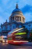 St. Pauls Cathedral in London, Großbritannien, nachts Lizenzfreies Stockbild