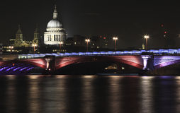 St Pauls Cathedral och Waterloo bro London Royaltyfri Bild