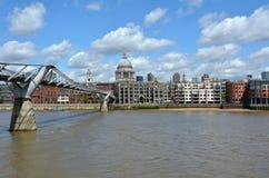 St. Pauls Cathedral und Jahrtausend-Brücke, London Großbritannien Stockfotos