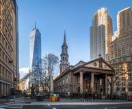 St. Pauls Chapel und ein World Trade Center am Lower Manhattan - New York, USA Lizenzfreie Stockfotografie
