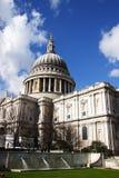 St Pauls con il giardino in priorità alta Fotografia Stock Libera da Diritti