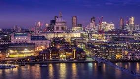 St Pauls en de horizon van Londen Stock Afbeelding