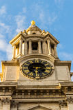 St Pauls katedry zegarowy i zegarowy wierza Londyn, Anglia Zdjęcia Royalty Free