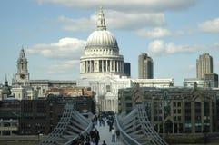 St Pauls Kathedraal en de millenniumbrug Royalty-vrije Stock Afbeelding