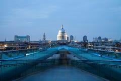 St Pauls kathedraalmening van de Millenniumbrug, Londen Royalty-vrije Stock Fotografie