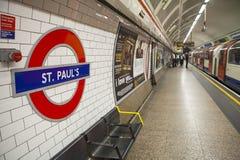 St Pauls Underground Station Imagen de archivo