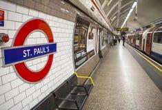 St Pauls Underground Station Fotos de archivo libres de regalías