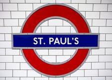 St Pauls Underground Station en Londres Fotos de archivo libres de regalías