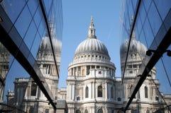 St Pauls weerspiegelde Kathedraal Royalty-vrije Stock Foto's