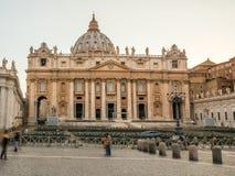 St Peter's Basiliek in de Stad van Vatikaan royalty-vrije stock foto