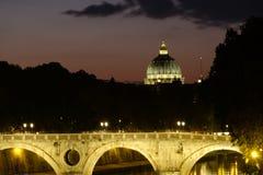 St Peter Basiliek en brug in Rome Stock Afbeeldingen