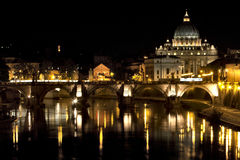 St Peter bazylika przy nocą Obraz Royalty Free
