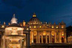 St Peter bazyliki nocy widok fotografia royalty free