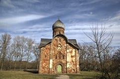 St Peter en Paul Church in Kozhevniki Veliky Novgorod stock afbeeldingen