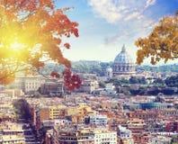 St Peter et x27 ; cathédrale de s à Rome, Italie au coucher du soleil Photographie stock libre de droits