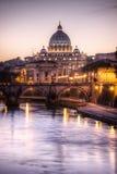 St. Peter kathedraal bij zonsondergang, Rome Royalty-vrije Stock Foto