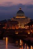 St Peter Kathedraal en Tiber, Rome, Italië Stock Fotografie