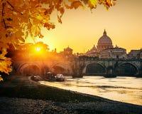 St Peter Kathedrale bei Sonnenuntergang, Rom stockfoto