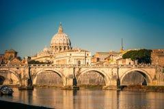 St Peter Kathedrale in Rom lizenzfreie stockfotos